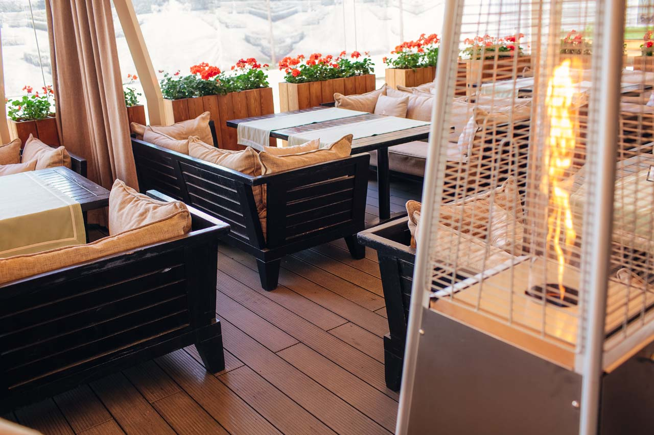 Ресторан «Паризьен» - монтаж террасного покрытия и пандуса